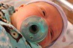 niemowle ze smoczkiem
